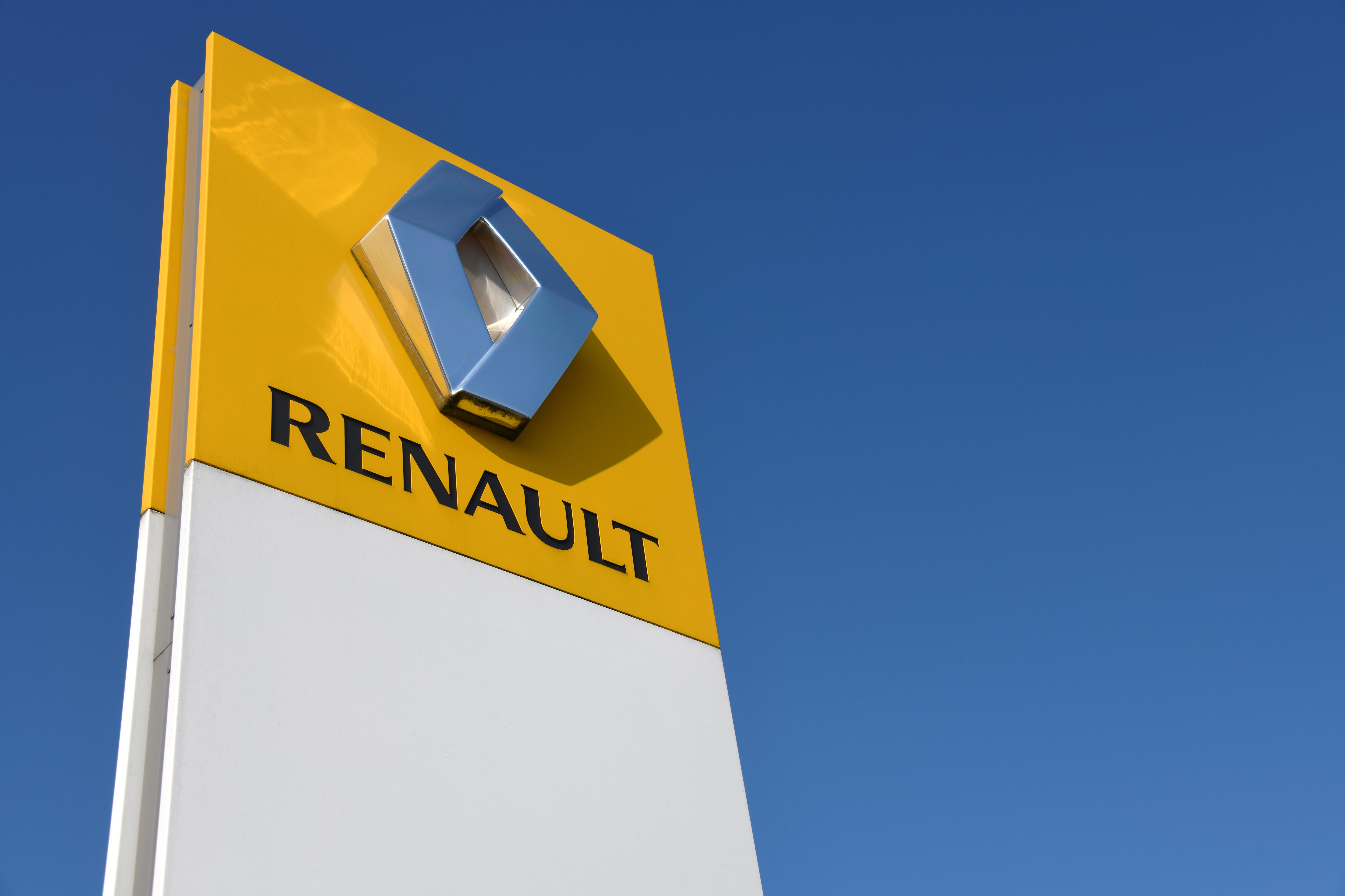 Renault va opri producţia de automobile la o fabrică din Franța. În ce va fi transformată