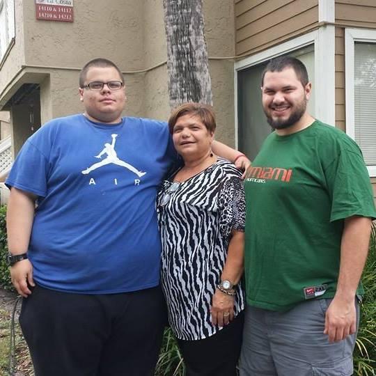 FOTO. Cum a ajuns să arate un tânăr după ce a slăbit 125 de kilograme. Prietenii nu îl mai recunosc