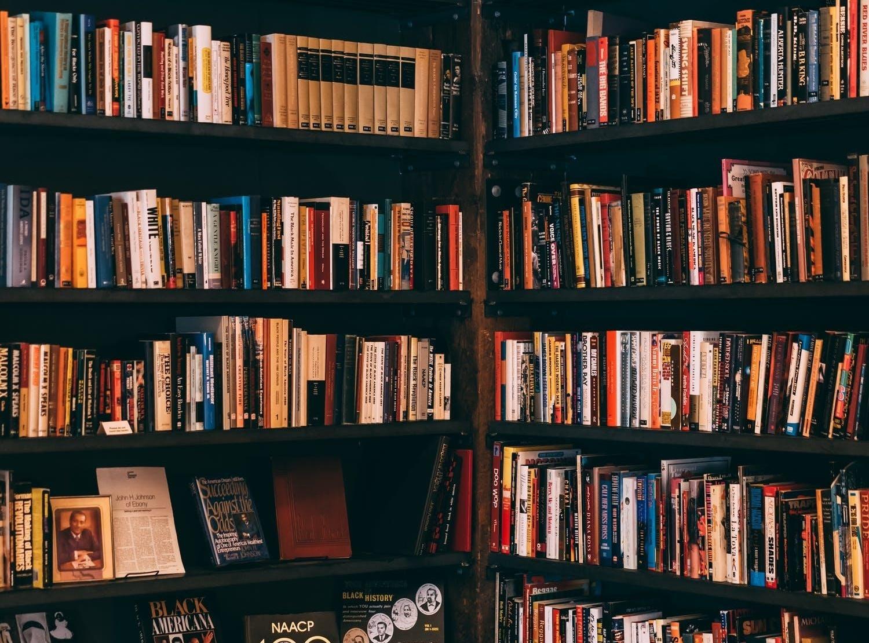 (P) 5 motive pentru care merită să vinzi cărți unui anticariat