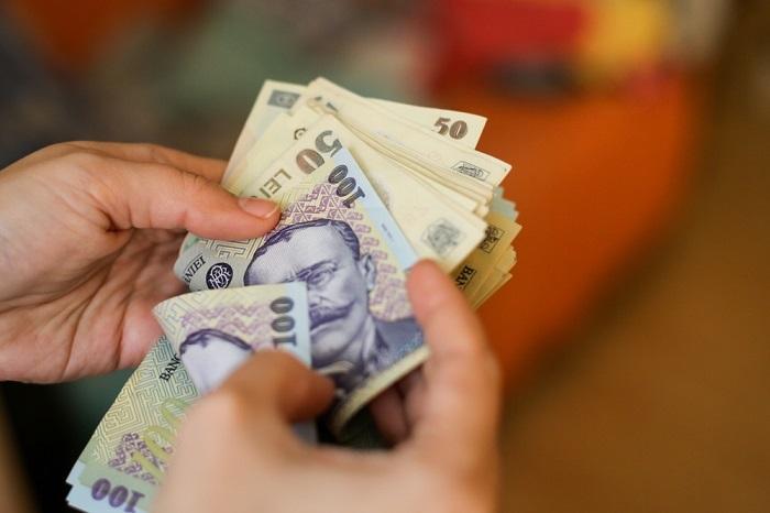 Salariul minim pe economie va creşte doar cu 40 de lei. Ce se va întâmpla cu punctul de amendă
