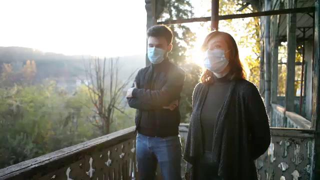 Ştefania şi Radu, tinerii care salvează monumentele din Băile Govora