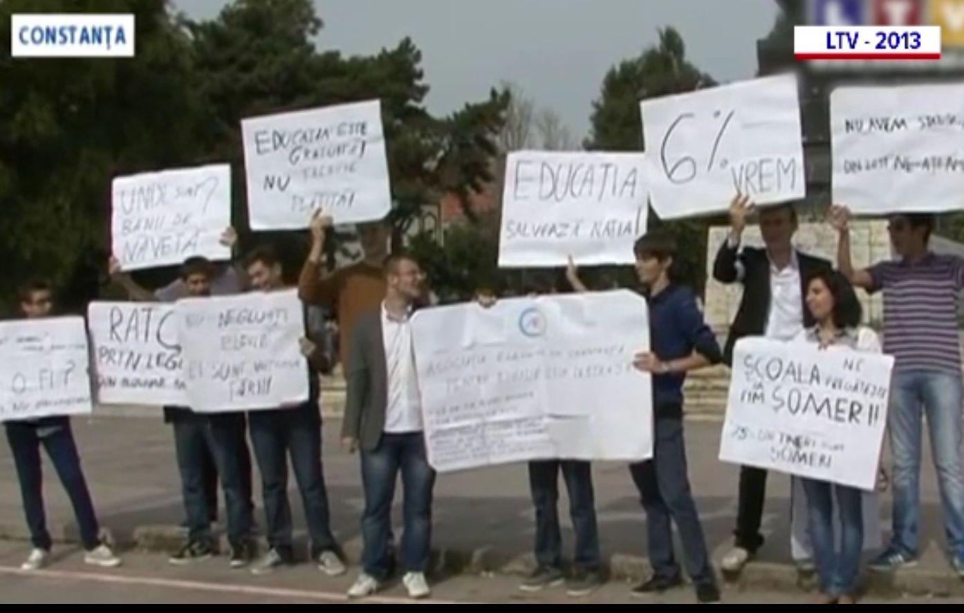 Cei trei elevi care l-au înfruntat pe Radu Mazăre. Datorită lor, se decontează abonamentele de călătorie și se dau burse