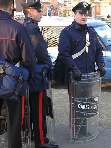 Un transsexual implicat in scandal politic la Roma a murit ars de viu