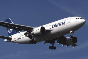 Incident pe aeroportul din Bacau. Un avion Tarom a iesit de pe pista