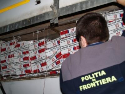 Peste 1700 de pachete de tigari de contrabanda, gasite in portbagajul unei masini de politistii de frontiera