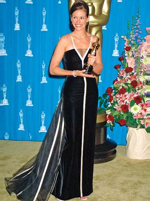 Julia Roberts a fost declarata cel mai frumos om din lume la 42 de ani