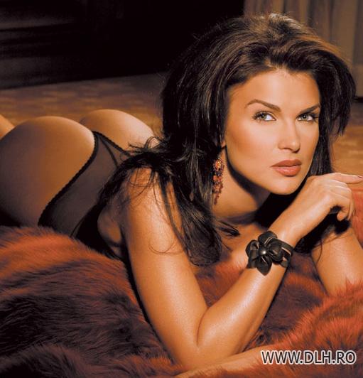 Revista presei: Monica Birladeanu, cea mai frumoasa romanca