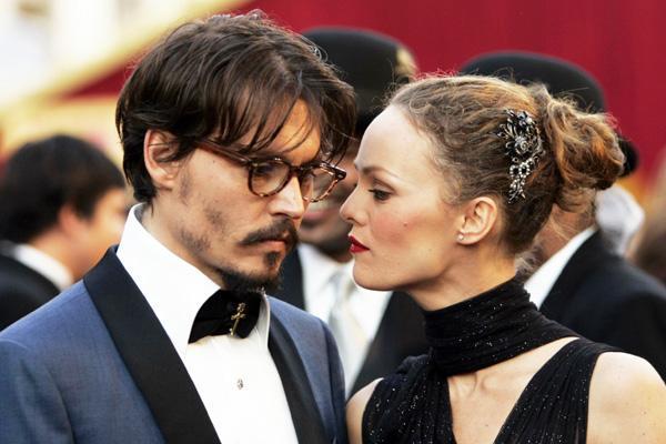Vanessa Paradis si Johnny Depp stiu sa pastreze pasiunea in cuplu! Afla cum
