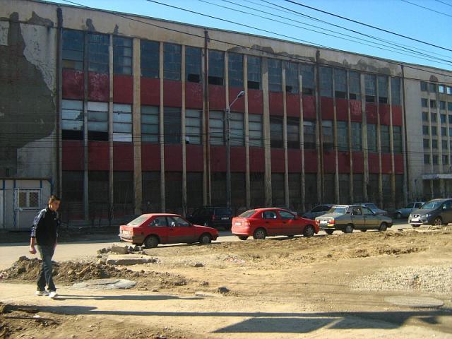 Revista presei: Fabricile comuniste, posibile case pentru tineri