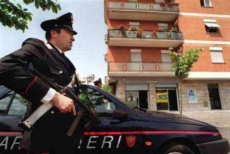 Doi romani, arestati in Italia pentru agresarea sexuala a unei adolescente