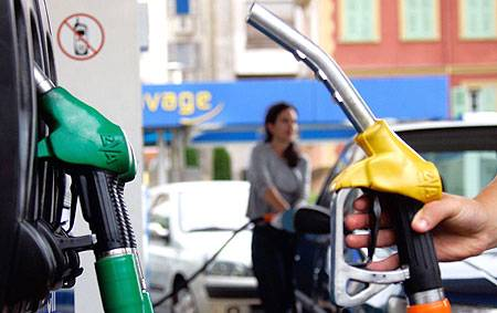 Previziuni sumbre. Cat va costa benzina daca explodeaza pretul petrolului