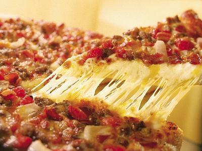 Unii ii numesc gurmanzi, altii... nebuni. Pizza cu larve de palmier