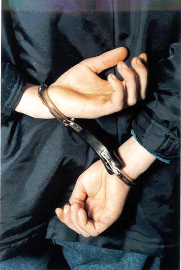 Un roman, arestat in Irlanda dupa ce a fost prins cu un bagaj de 56 kg, in valoare de 340.000 euro