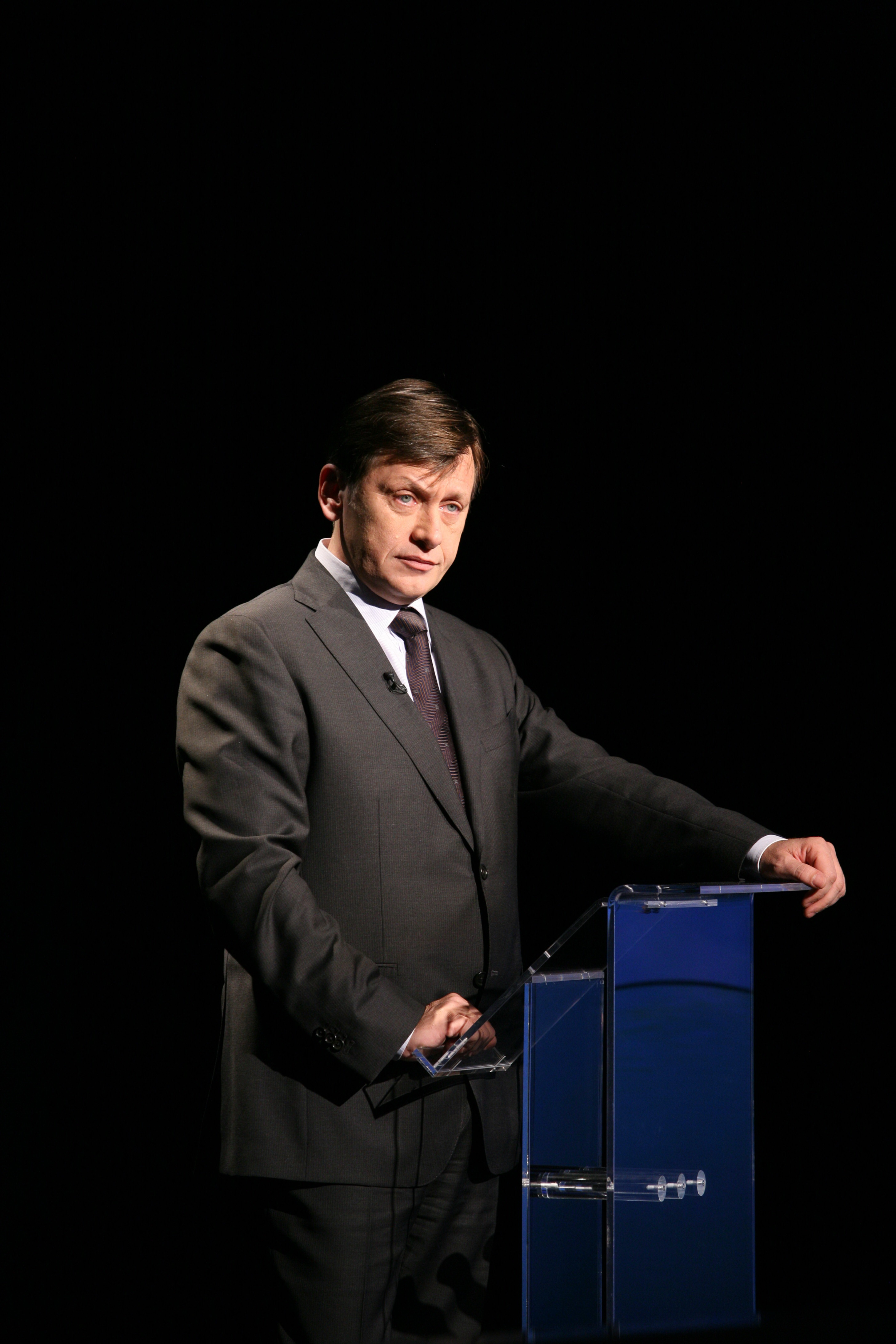 Antonescu: Nu il sustin pe Basescu in turul II. Geoana vrea acord cu PNL
