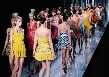 Moda anului 2010 = combinatii indraznete