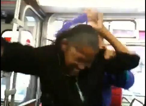 Paruiala, imbranceli si injuraturi pentru un loc in autobuz! VEZI VIDEO