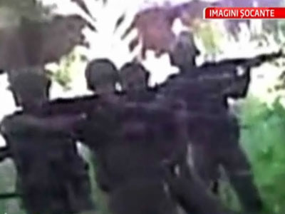 Video socant: soldati pakistanezi care executa civili. Inregistrare falsa?