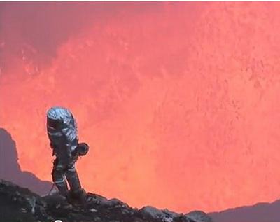 Imagini incredibile in Rusia: doi vulcani au erupt in acelasi timp