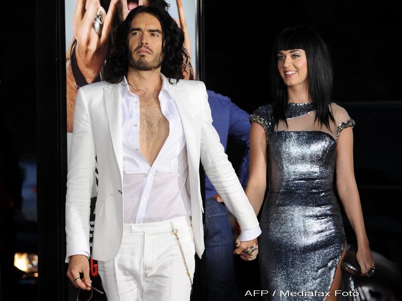 Katy Perry si Russell Brand s-au casatorit! Au fost inconjurati de elefanti