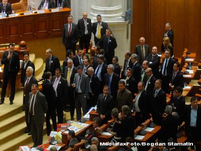Injuraturi si imbranceli in Parlamentul Romaniei