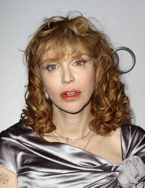 Courtney Love socheaza. Cenusa lui Cobain prizata in loc de droguri