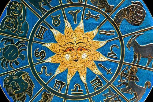 Leii pleaca in drumetie, iar taurii organizeaza o masa festiva. Horoscopul zilei de 2 octombrie