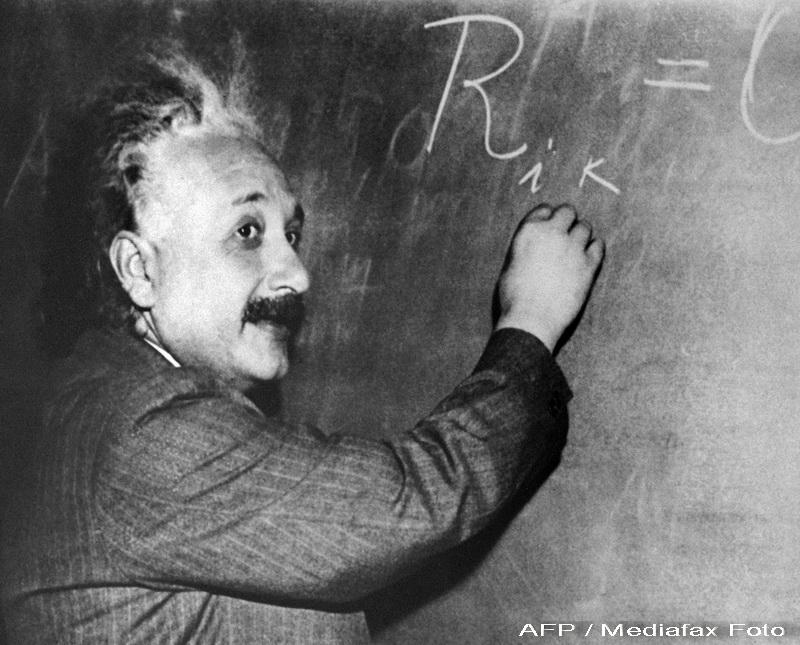 Albert Einstein, hartuit de paparazzi. Vezi fotografia care a facut sa rada o lume intreaga