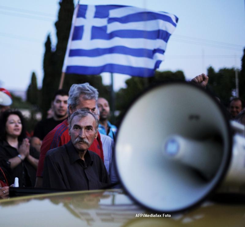 Atena: 10.000 de oameni protesteaza fata de disponibilizari si reducerile salariale