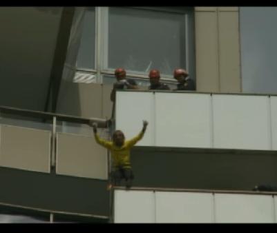 Spiderman al Frantei a escaladat Intercontinentalul cu mainile goale
