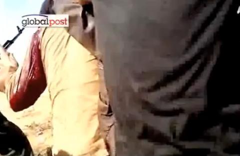 Umilinta suprema pentru Colonel. Imagini cu fostul dictator Ghaddafi agresat sexual dupa capturare
