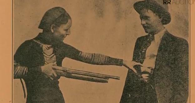 VIDEO. Pistoalele celebrului cuplu Bonnie si Clyde, vandute la licitatie cu peste 500.000 de dolari