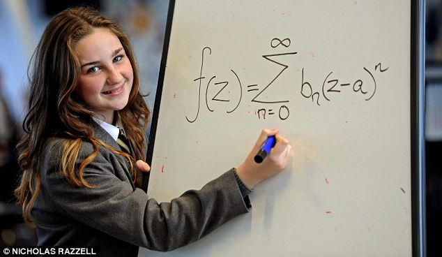 La 12 ani, are IQ-ul peste Einstein si Stephen Hawking. Ce stie sa faca aceasta tanara din Liverpool
