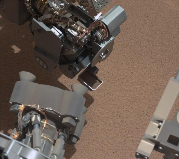 FOTO. Robotul Curiosity a fotografiat un obiect ciudat pe planeta Marte