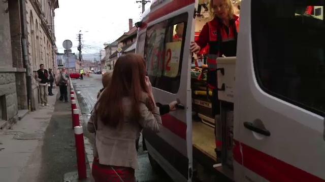 O fetita de 9 ani s-a grabit spre scoala si a ajuns la spital, lovita de o masina de politie