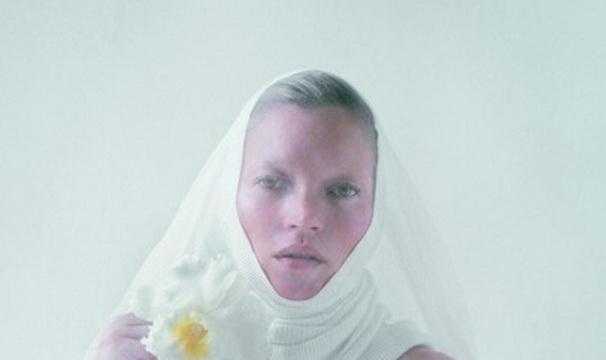 Fotografia care a scandalizat milioane de oameni.Cum arata Kate Moss in cel mai indraznet pictorial