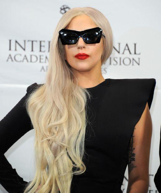 Lady Gaga a dezvaluit ca fumeaza marijuana: