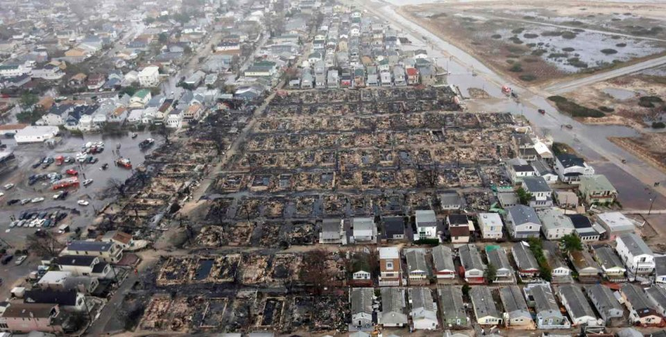 Cum au ars peste 80 de case in timp ce uraganul Sandy aducea prapadul peste orasul New York