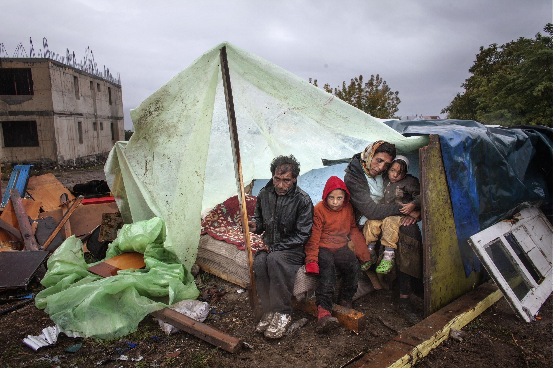 Imaginea cu tiganii de origine turca, evacuati din Eforie Sud, care a ajuns in presa internationala