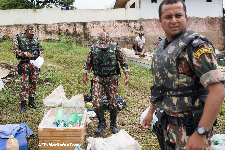 Politia din Bolivia a confiscat un milion de dolari, aruncati din avion de traficanti de droguri