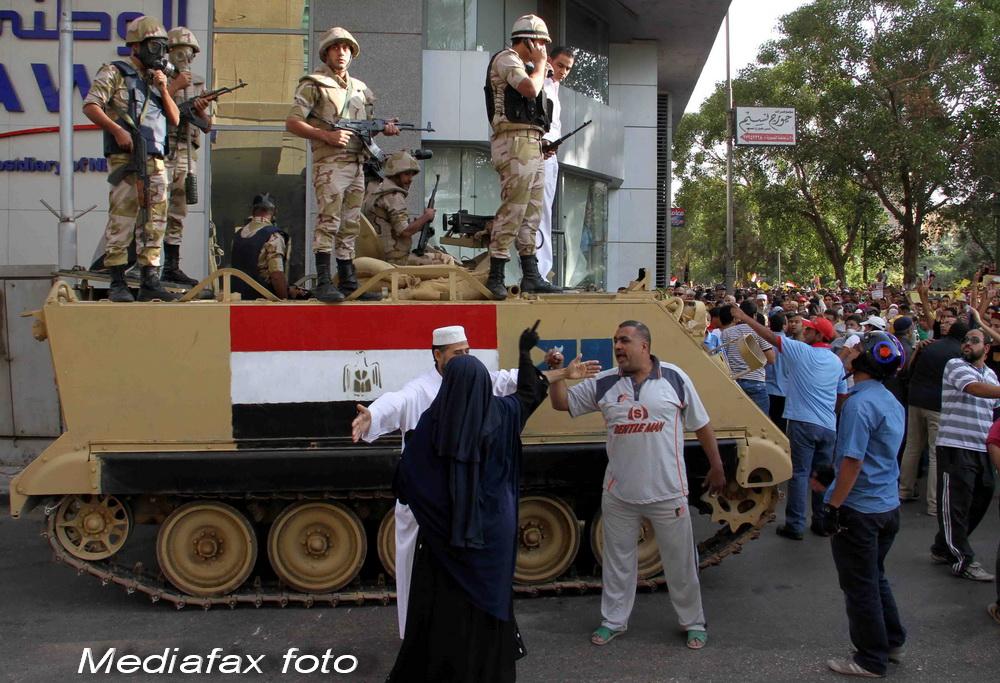 Noi violente in Egipt. 4 morti dupa ciocnirile dintre sustinatorii lui Mohamed Morsi si armata