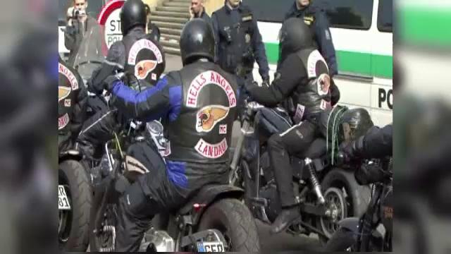 Un mort si mai multi raniti, dupa ce doua gasti de motociclisti s-au batut pe teritoriu in Cehia