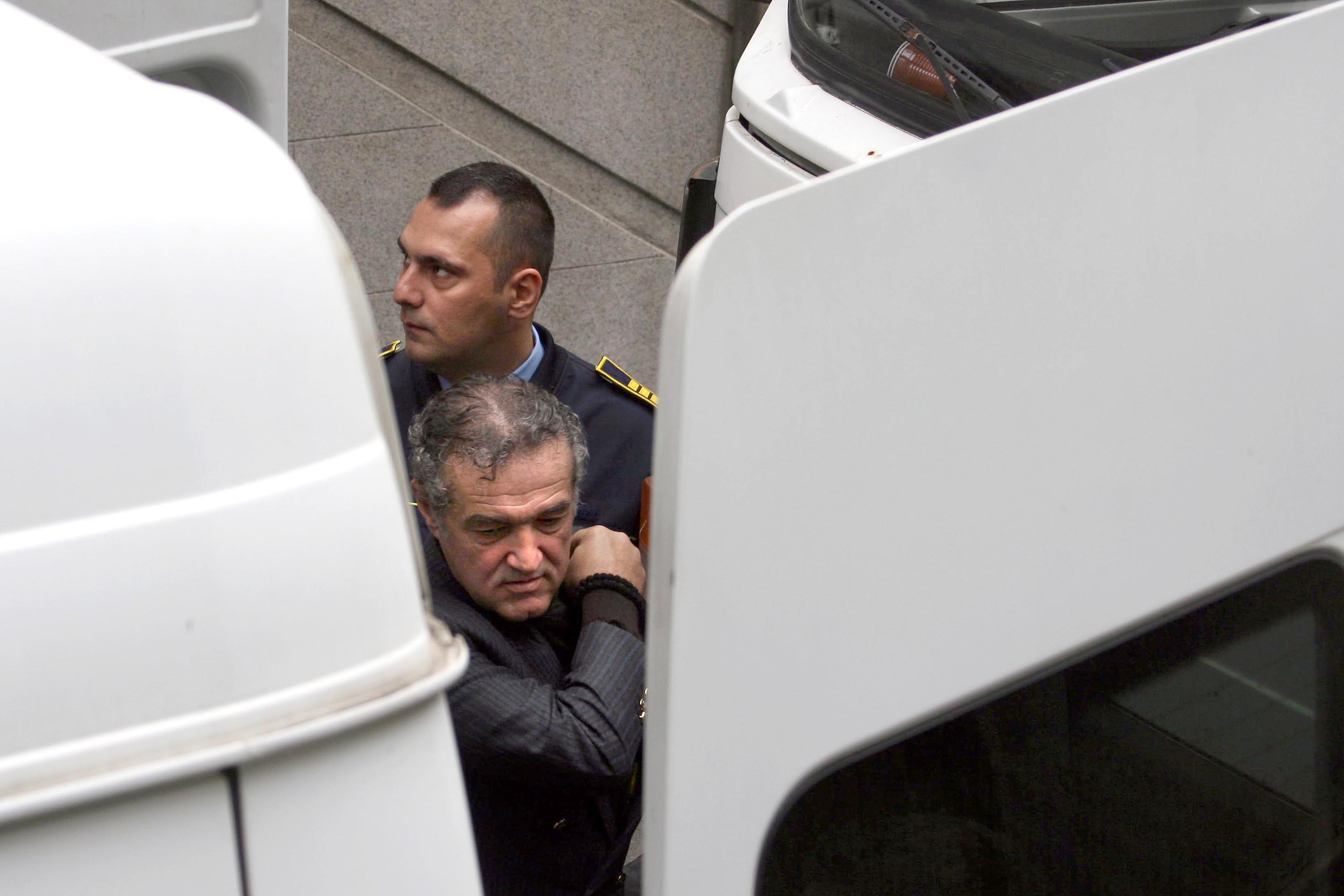 Gigi Becali a fost mutat intr-o celula cu 19 detinuti, la Penitenciarul Poarta Alba