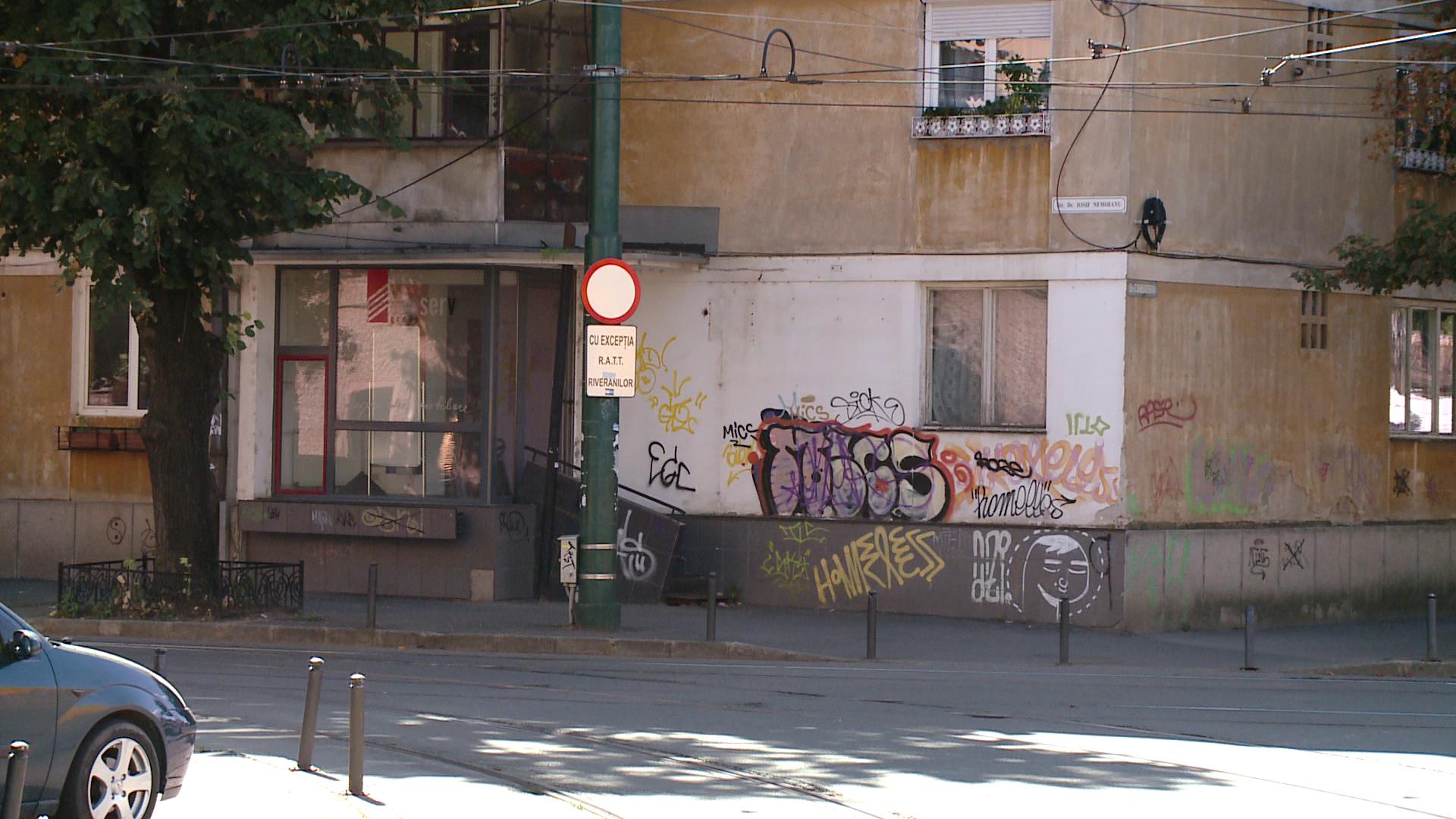 Politia Locala i-a speriat pe proprietarii de cladiri desenate cu graffiti. Ce s-a intamplat