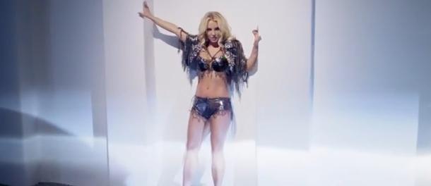 Cum arata in realitate Britney Spears, in acest videoclip. Vedeta ar fi apelat la Photoshop
