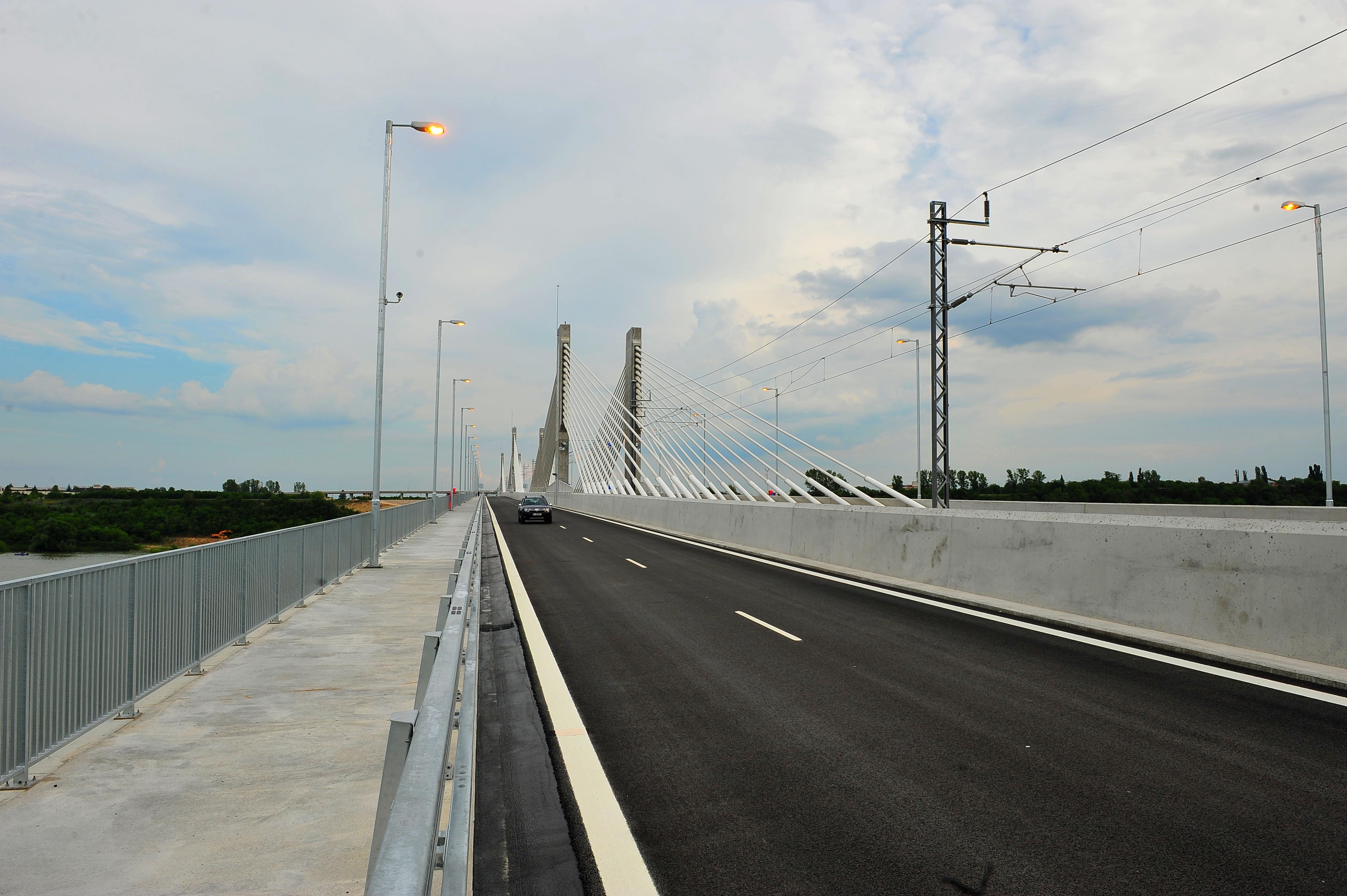 Oficialii bulgari: Podul Calafat-Vidin, inaugurat acum 4 luni, are circa 20 de probleme majore