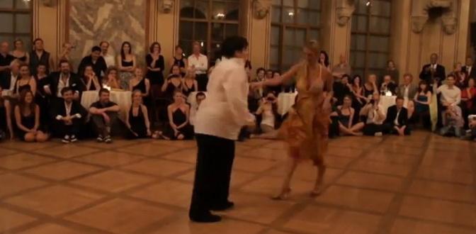A demonstrat ca greutatea nu conteaza, pe scena. Cat de bine danseaza un barbat supraponderal. VIDEO
