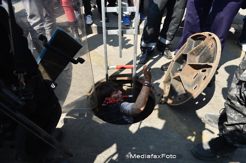 Arme, televizoare LCD si biciclete, gasite la persoane fara adapost, in zona Garii de Nord
