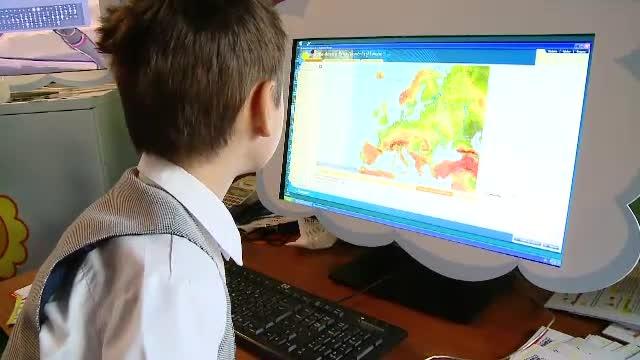 CD-ul cu lectia de la scoala sau tabla interactiva. Gadgeturi care ajuta copiii sa invete mai usor