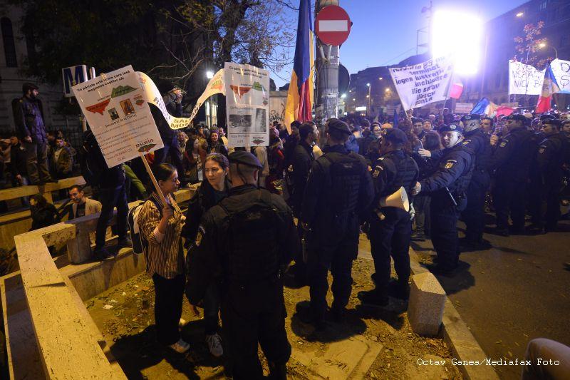 Rosia Montana, a 12-a duminica de proteste. Manifestantii au blocat Piata Unirii timp de 15 minute