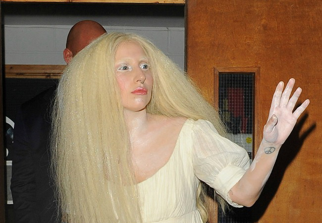 Lady Gaga, complet dezbracata in fata fanilor. Imaginile care au socat publicul prezent la spectacol